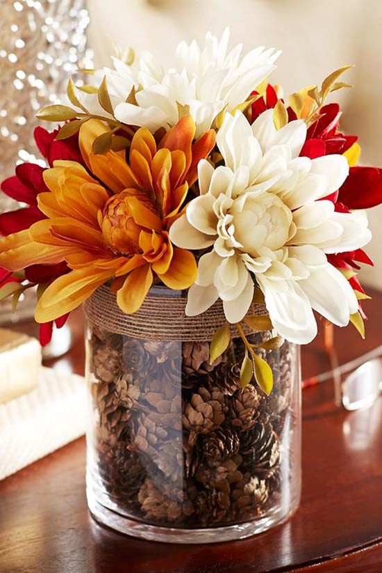 DIY fall centerpiece idea with faux dahlia and glass jar #fallcenterpiece #falldecor #diy #falldecoration #thanksgiving #decorhomeideas