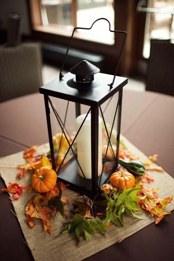 DIY fall centerpiece with lantern #fallcenterpiece #falldecor #diy #falldecoration #thanksgiving #decorhomeideas