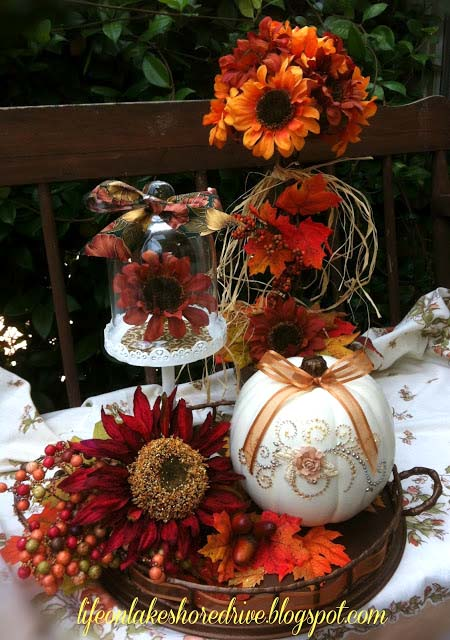 DIY glitter pumpkin fall centerpiece #fallcenterpiece #falldecor #diy #falldecoration #thanksgiving #decorhomeideas #pumpkin