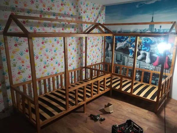 Dad builds kids beds