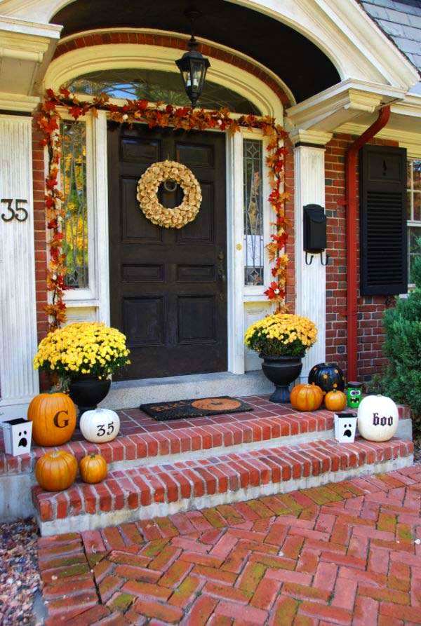 Flowers and Pumpkins Halloween Decorations #halloweendecorations #halloween #diyhalloween #halloweendecor #decorhomeideas