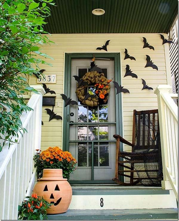 Flying Bats Halloween decoration #halloweendecorations #halloween #diyhalloween #halloweendecor #decorhomeideas