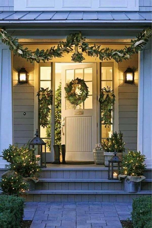 55 Amazing Front Porch Christmas Decorations You'll Love To Recreate #Christmasdecoration #Christmas #frontporch #porch #decoration #decorhomeideas