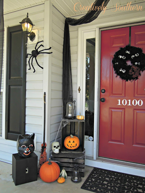 Halloween front porch #halloweendecorations #halloween #diyhalloween #halloweendecor #decorhomeideas