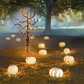 Halloween glowing pumpkin backyard decoration #halloweendecorations #halloween #diyhalloween #halloweendecor #decorhomeideas
