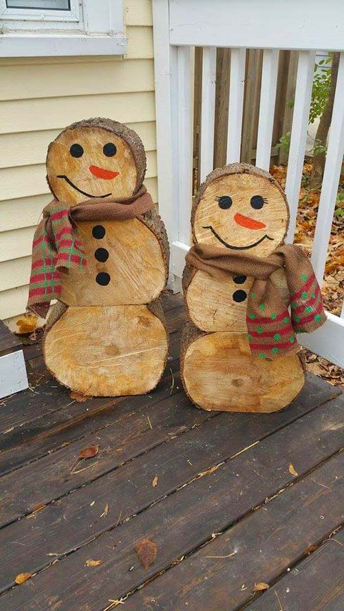 Log cut snowman front porch decor #Christmasdecoration #Christmas #frontporch #porch #decoration #decorhomeideas