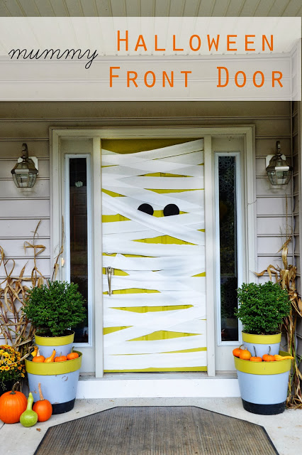 Mummy front door Halloween decoration #halloweendecorations #halloween #diyhalloween #halloweendecor #decorhomeideas