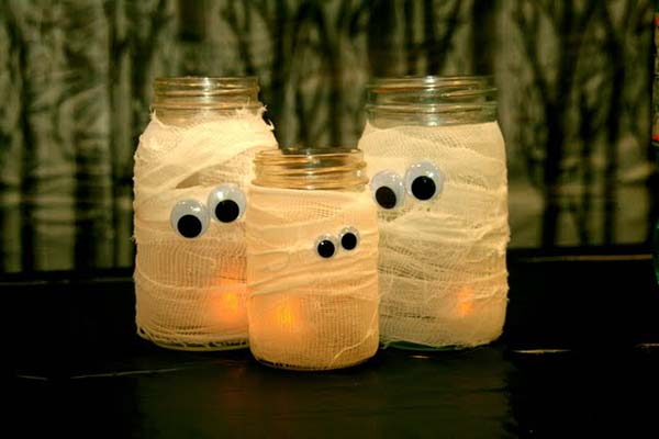 Mummy jar decoration for Halloween #halloweendecorations #halloween #diyhalloween #halloweendecor #decorhomeideas