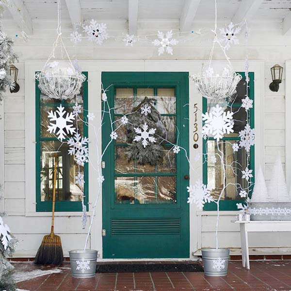 All white Christmas front porch decoration #Christmasdecoration #Christmas #frontporch #porch #decoration #decorhomeideas