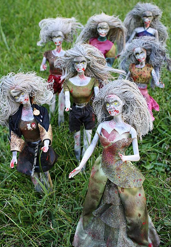 Barbie zombie Halloween outdoor decorations #halloweendecorations #halloween #diyhalloween #halloweendecor #decorhomeideas