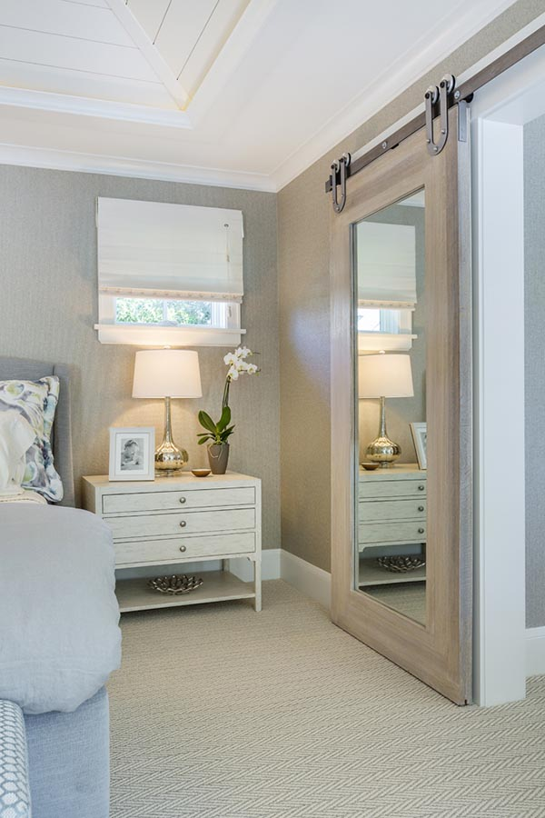 Bedroom barn door with mirror #barndoor #bedroom #interior #homedecor #decorhomeideas