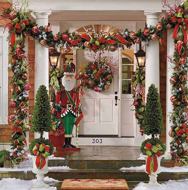 Colorful front porch Christmas decoration #Christmasdecoration #Christmas #frontporch #porch #decoration #decorhomeideas