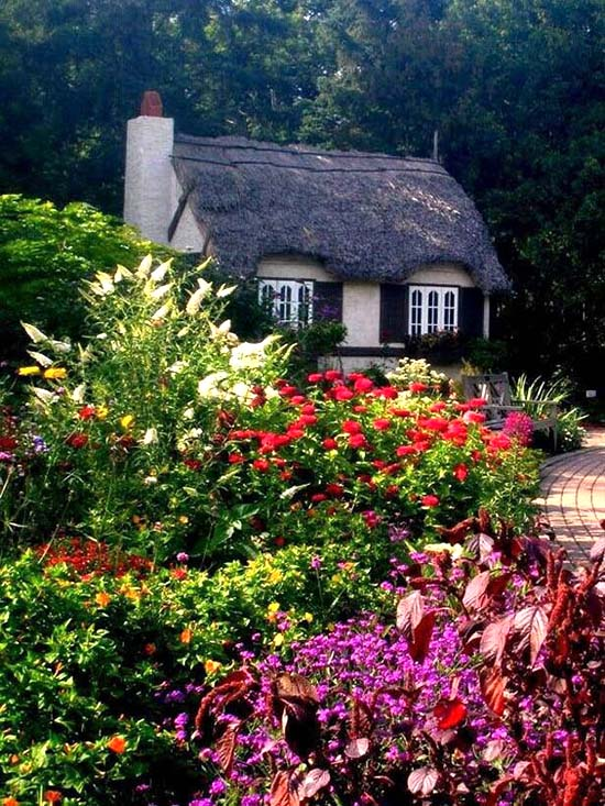 Fairy tale cottage garden #cottagegarden #cottage #garden #landscaping #backyard #flowers #decorhomeideas