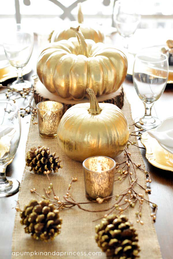 Fall DIY golden pumpkin centerpiece #pumpkindecor #centerpiece #falldecor #decorhomeideas