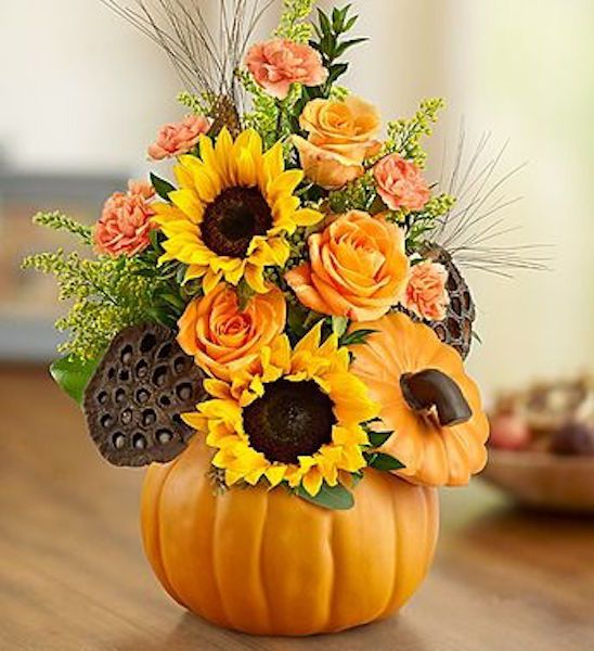 Fall pumpkin centerpiece with sunflowers #fallcenterpiece #falldecor #diy #falldecoration #thanksgiving #decorhomeideas