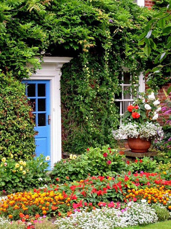 Flower garden in front of cottage #cottagegarden #cottage #garden #landscaping #backyard #flowers #decorhomeideas