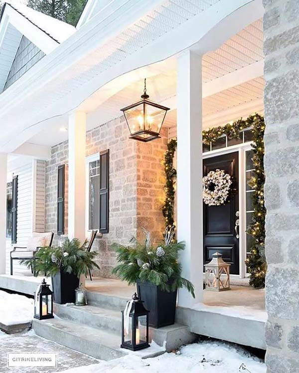 Front porch decorated for Christmas #Christmasdecoration #Christmas #frontporch #porch #decoration #decorhomeideas