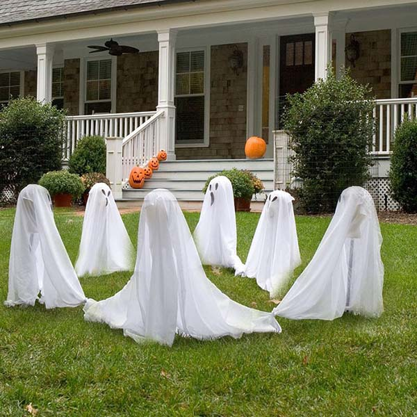 Ghost DIY outdoor Halloween decoration #halloweendecorations #halloween #diyhalloween #halloweendecor #decorhomeideas