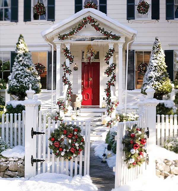 Gorgeous front porch Christmas decoration #Christmasdecoration #Christmas #frontporch #porch #decoration #decorhomeideas