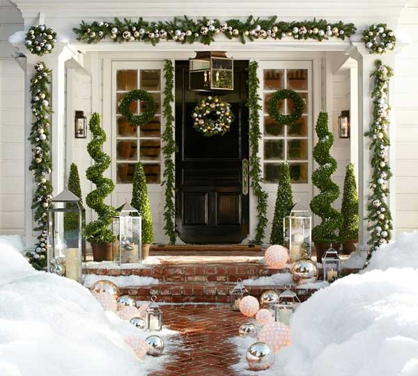 Green Christmas front porch decoration #Christmasdecoration #Christmas #frontporch #porch #decoration #decorhomeideas