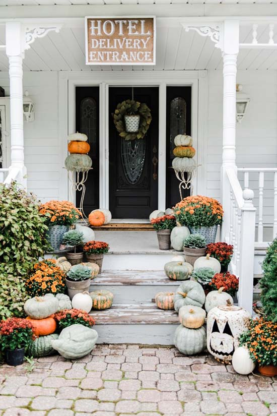 Halloween front porch decoration #halloweendecorations #halloween #diyhalloween #halloweendecor #decorhomeideas