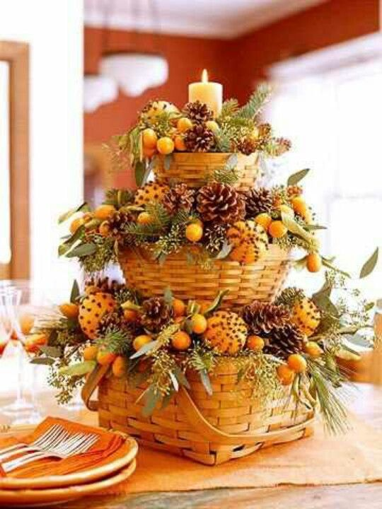 Harvest basket DIY fall centerpiece #fallcenterpiece #falldecor #diy #falldecoration #thanksgiving #decorhomeideas