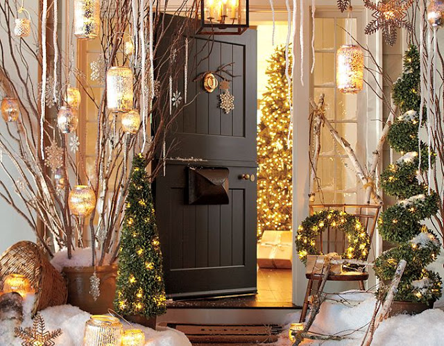 Inviting front door Christmas decoration #Christmasdecoration #Christmas #frontporch #porch #decoration #decorhomeideas