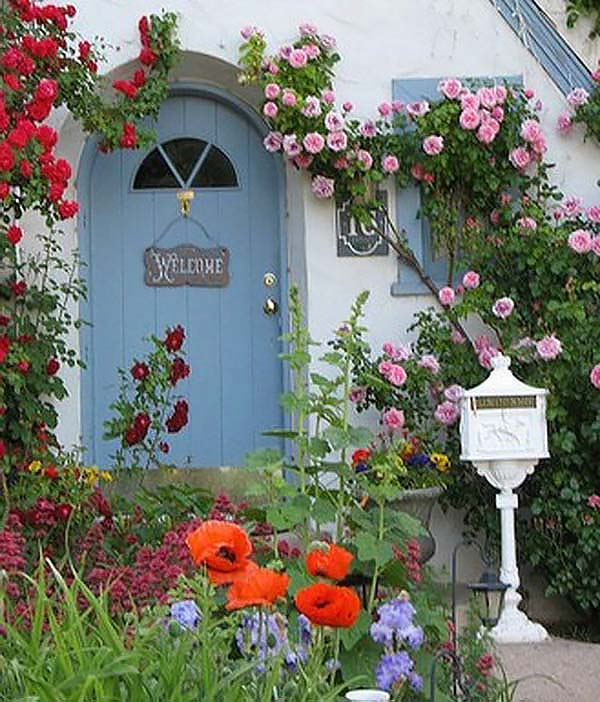 Inviting front door garden #cottagegarden #cottage #garden #landscaping #backyard #flowers #decorhomeideas