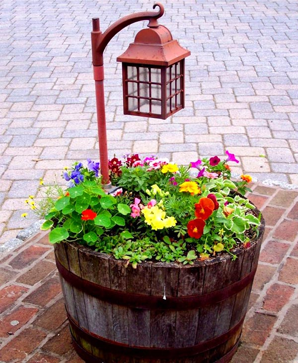Lantern wine barrel flower planter #diy #winebarrel #flowerplanter #repurpose #decorhomeideas