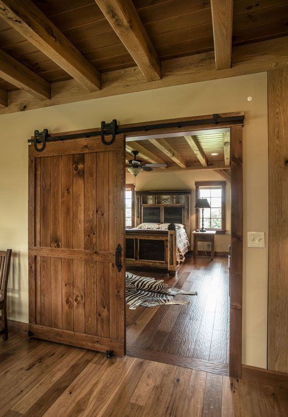 Oak bedroom barn door #barndoor #bedroom #interior #homedecor #decorhomeideas