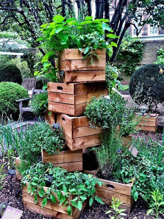 Old crates tiered planter #tieredplanter #flowerplanter #planter #flowerpot #decorhomeideas