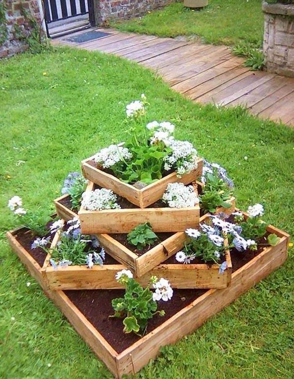 Old wooden pallet tiered planter #tieredplanter #flowerplanter #planter #flowerpot #decorhomeideas