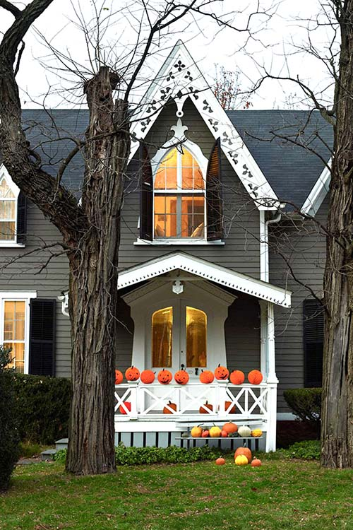 Orange paper balls Halloween decoration #halloweendecorations #halloween #diyhalloween #halloweendecor #decorhomeideas
