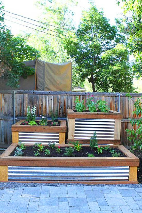 Patio alike flower bed #tieredplanter #flowerplanter #planter #flowerpot #decorhomeideas