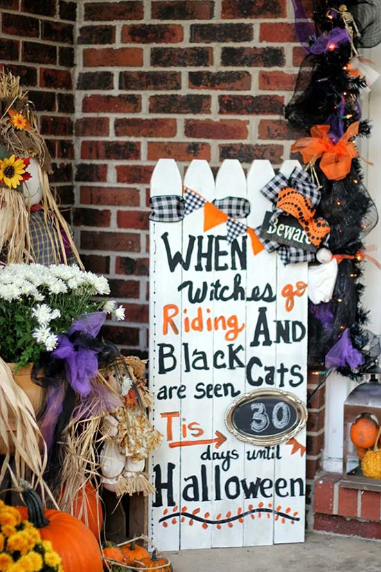 Picket fence Halloween outdoor decorations #halloweendecorations #halloween #diyhalloween #halloweendecor #decorhomeideas