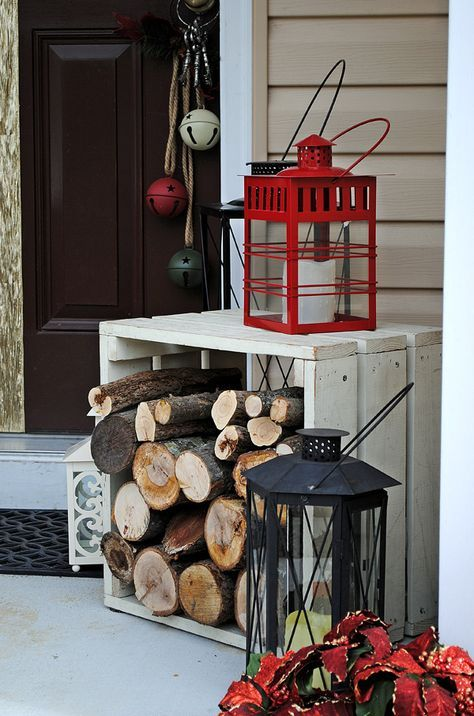 Firewood and lanterns front porch Christmas decoration #Christmasdecoration #Christmas #frontporch #porch #decoration #decorhomeideas