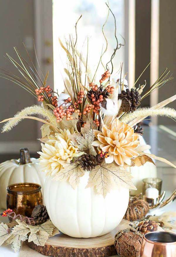 Pumpkin centerpiece fall decoration #fallcenterpiece #falldecor #diy #falldecoration #thanksgiving #decorhomeideas #pumpkin