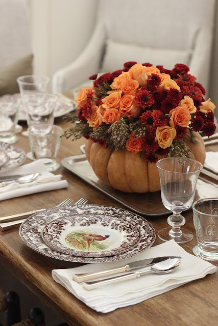 Pumpkin centerpiece for fall #fallcenterpiece #falldecor #diy #falldecoration #thanksgiving #decorhomeideas