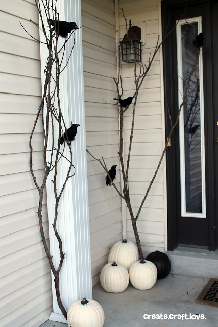 Raven Halloween outdoor decoration #halloweendecorations #halloween #diyhalloween #halloweendecor #decorhomeideas