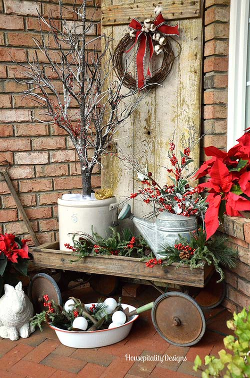 Old wooden wagon Christmas front porch decoration #Christmasdecoration #Christmas #frontporch #porch #decoration #decorhomeideas