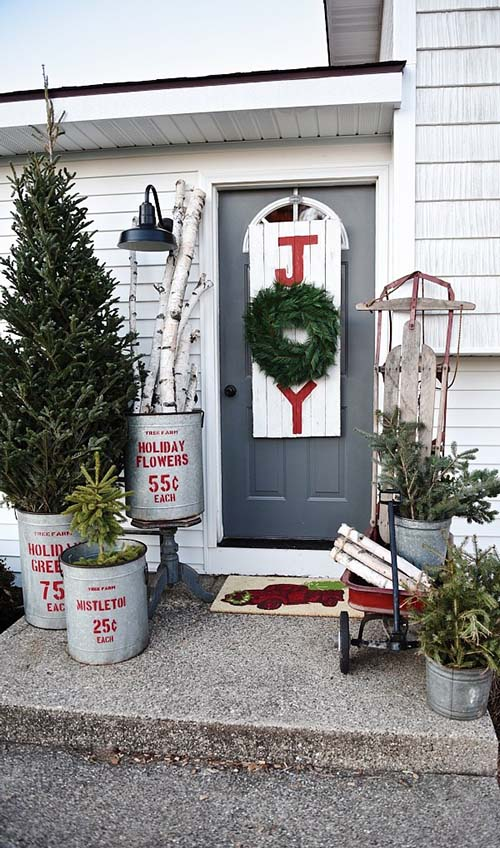 Rustic front porch Christmas decoration #Christmasdecoration #Christmas #frontporch #porch #decoration #decorhomeideas