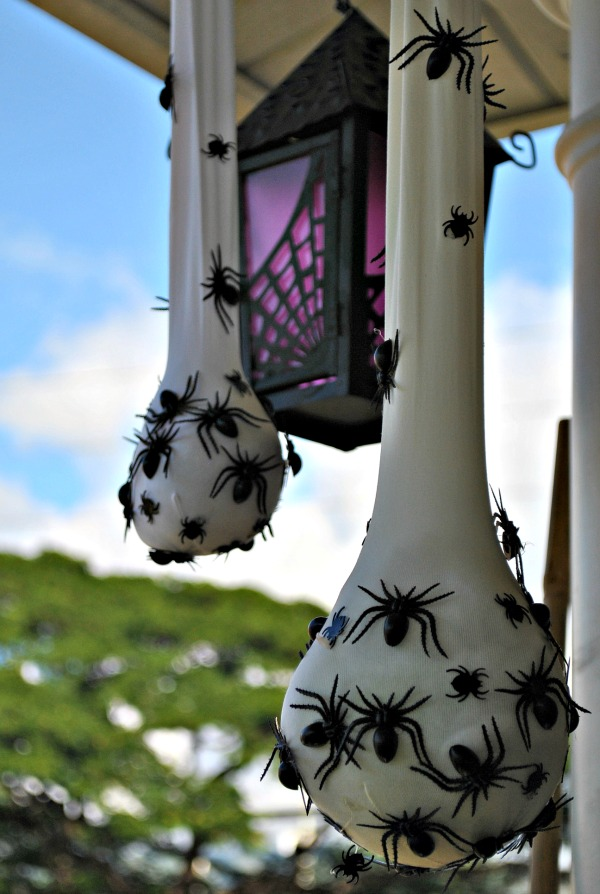 Sacks of spiders Halloween decor #halloweendecorations #halloween #diyhalloween #halloweendecor #decorhomeideas