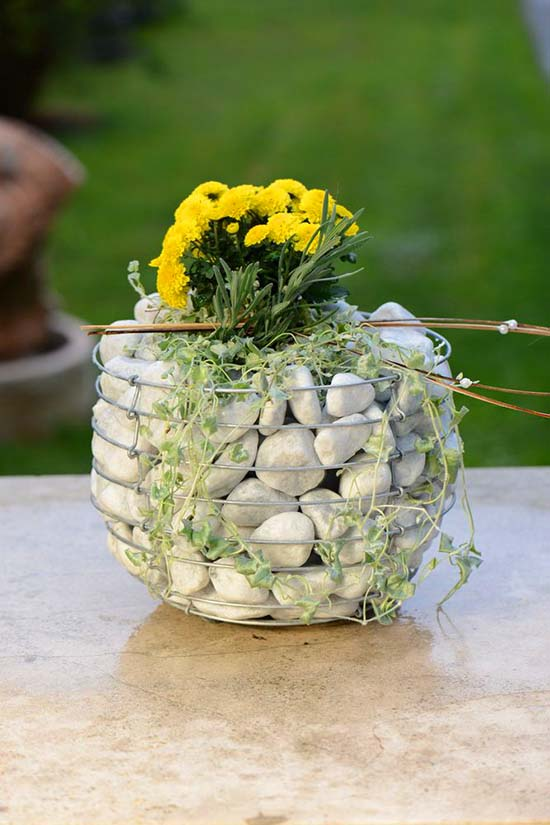 Small decorative gabion planter #gabion #gabionplanter #flowerplanter #gardenideas #decorhomeideas
