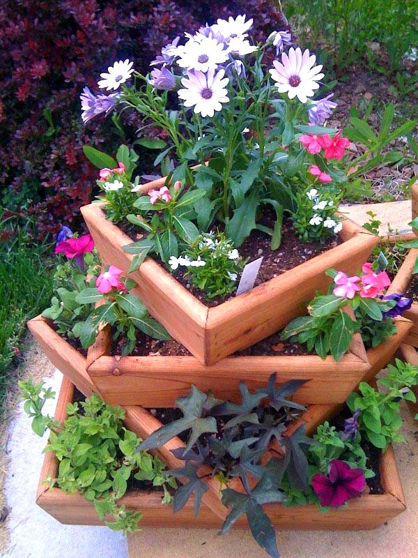 Small tiered flower planter #tieredplanter #flowerplanter #planter #flowerpot #decorhomeideas