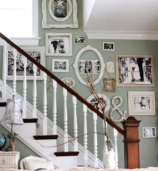 Staircase decoration with empty frames #staircase #stairs #stairway #stairsdecoration #homedecor #decorhomeideas