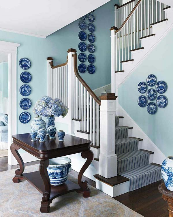 Stairs decoration with dish plates #staircase #stairs #stairway #stairsdecoration #homedecor #decorhomeideas