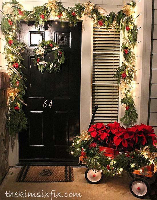 Traditional front porch Christmas decoration #Christmasdecoration #Christmas #frontporch #porch #decoration #decorhomeideas