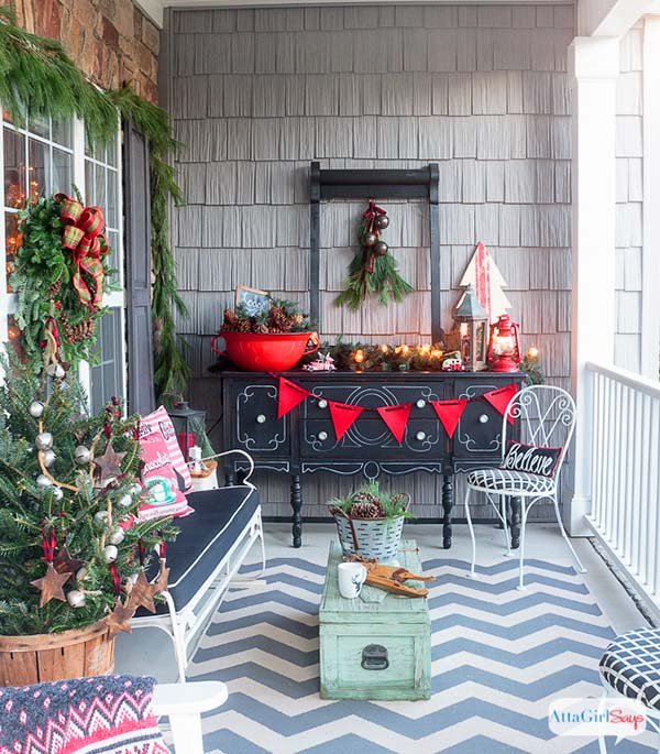Vintage front porch Christmas decorations #Christmasdecoration #Christmas #frontporch #porch #decoration #decorhomeideas