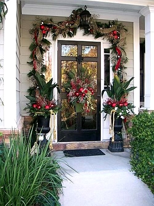 Warm area Christmas front porch decoration #Christmasdecoration #Christmas #frontporch #porch #decoration #decorhomeideas