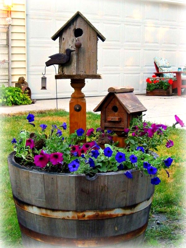 Wine barrel bird house flower pot #diy #winebarrel #flowerplanter #repurpose #decorhomeideas